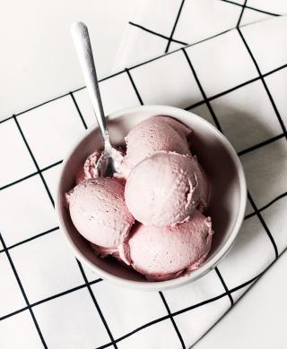 sorvete de morango caseiro super fácil